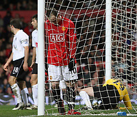 Photo: Paul Thomas/Sportsbeat Images.<br /> Manchester United v Fulham. The FA Barclays Premiership. 03/12/2007.<br /> <br /> Wayne Rooney (Red) of Utd shows his dejection my putting his head into the net.