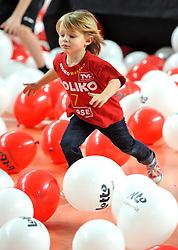 12-02-2012 VOLLEYBAL: BEKERFINALE EUPHONY ASSE LENNIK - NOLIKO MAASEIK: ANTWERPEN<br /> Noliko Maaseik wint vrij eenvoudig de beker van Belgie. In de finale waren zij met 25-21 25-18 en 25-19 te sterk voor Asse Lennik / volleybal item jeugd support Heynen<br /> ©2012-FotoHoogendoorn.nl