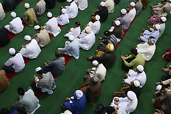 June 25, 2017 - Bangkog, Bangkok, Thailand - Thai Muslim during Eid al-Fitr prayers to mark the end of the holy fasting month of Ramadan in Bangkok, Thailand. June 25, 2017. (Credit Image: © Anusak Laowilas/NurPhoto via ZUMA Press)