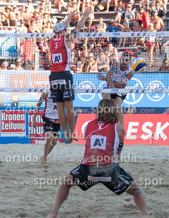 30.07.2016, Strandbad, Klagenfurt, AUT, FIVB World Tour, Beachvolleyball Major Series, Klagenfurt, Herren, im Bild Robin Seidl (1, AUT), Alexander Huber (2, AUT) hinten, Aleksandrs Samoilovs (1, LAT), Janis Smedins (2, LAT) vorne // during the FIVB World Tour Major Series Tournament at the Strandbad in Klagenfurt, Austria on 2016/07/30. EXPA Pictures © 2016, PhotoCredit: EXPA/ Lisa Steinthaler