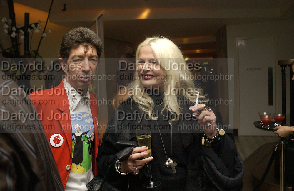 Duggie Fields and Jibby Beane. Launch of the Sunday Telegraph magazine 'Stella'. Momo, Berkeley St. London.   November 2005 . ONE TIME USE ONLY - DO NOT ARCHIVE © Copyright Photograph by Dafydd Jones 66 Stockwell Park Rd. London SW9 0DA Tel 020 7733 0108 www.dafjones.com