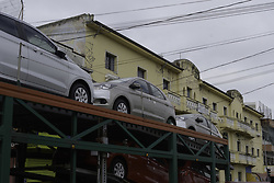 April 3, 2017 - Na manhã desta segunda-feira (03) no centro de Jacare-SP, um caminhão que transportava carros novos, colidiu com os fios de um poste. O acidente atrapalhou o trânsito e teve que contar com ajuda dos funcionários do trânsito. (Credit Image: © Caio Rocha/Fotoarena via ZUMA Press)