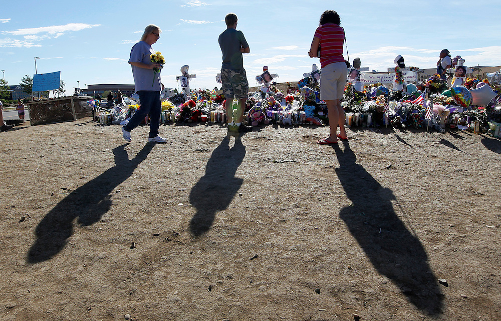 People arrive early on Sunday morning to pay respects at a memorial to those killed in the July 20, 2012 theater shootings in Aurora, Colorado July 29, 2012. The suspect in the case is expected to make his second court appearance tomorrow July 30, 2012. REUTERS/Rick Wilking (UNITED STATES)