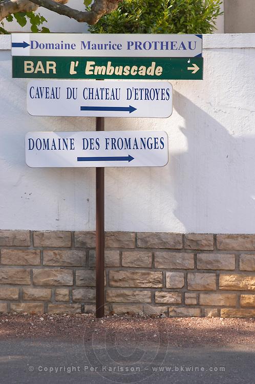 walking path sign chateau d'etroyes mercurey burgundy france