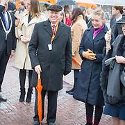 NLD/Den Haag/20170208 - Prinses Beatrix aanwezig bij onthulling beeld naamgever Madurodam, Prinses Beatrix bekijkt het beeld