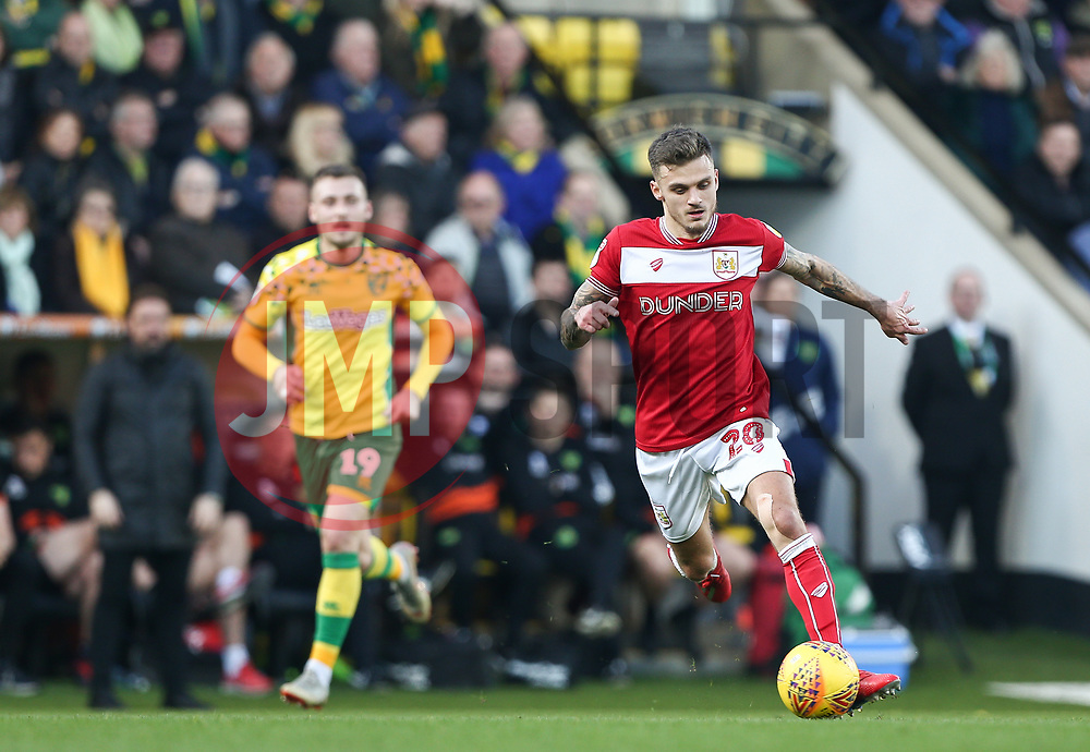 Jamie Paterson of Bristol City on the ball - Mandatory by-line: Arron Gent/JMP - 23/02/2019 - FOOTBALL - Carrow Road - Norwich, England - Norwich City v Bristol City - Sky Bet Championship