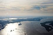 Nederland, Gelderland, Gemeente Maasdriel, .Heerewaarden De Waal bij hoogwater, waar Maas en Waal (voorgrond) elkaar bijna raken, gescheiden door een engte..The river Waal at high tide, where the river Maas (Meuse) and Waal (foreground) almost touch, divided bij a isthmus. .luchtfoto (toeslag), aerial photo (additional fee required).foto/photo Siebe Swart