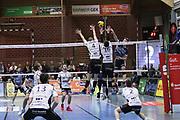 Volleyball: 1. Bundesliga, SVG Lueneburg - VSG Coburg / Grub, Lueneburg, 10.02.2016<br /> Nick del Bianco (Lüneburg, r.)<br /> © Torsten Helmke