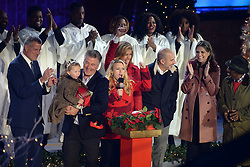 November 30, 2016 - New York, NY, USA - November 30, 2016  New York City..Bill de Blasio, Carmen Baldwin, Alec Baldwin, Kate McKinnon, Hoda Kotb, Matt Lauer, Savannah Guthrie and Al Roker on stage at The Rockefeller Center Christmas Tree lighting ceremony on November 30, 2016 in New York City. (Credit Image: © Callahan/Ace Pictures via ZUMA Press)