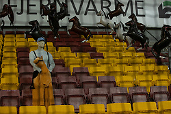 Det tilskuerløse udebane-afsnit dekoreret med heste under kampen i 3F Superligaen mellem FC Nordsjælland og Randers FC den 19. oktober 2020 i Right to Dream Park, Farum (Foto: Claus Birch).