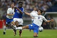 Fotball<br /> EM-kvalifisering<br /> Frankrike v Israel<br /> 4. september 2004<br /> Foto: Digitalsport<br /> NORWAY ONLY<br /> LOUIS SAHA (FRA) / TAL BEN HAIM (ISR)