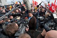 """18 SEP 2010, BERLIN/GERMANY:<br /> Sigmar Gabriel, SPD Parteivorsitzender, beantwortet Fragen von Journalisten, Grossdemonstration gegen Kernenergie """"ausgestrahlt. Gemeinsam gegen Atomenergie"""" im Berliner Regierungsviertel<br /> IMAGE: 20100918-01-081<br /> KEYWORDS: demo, Demonstration, Deminstrant, Demonstraten, Kernkraft, Atomkraft, Anti-Atom-Grossdemonstration, AKW, Protest, Großdemo, Journalist, TV-Team, Kamera, Camera, Mikrofon, microphone"""