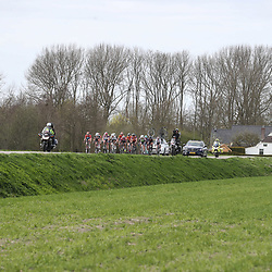 05-04-2017: Wielrennen: Healthy Ageing Tour: Grijpskerk<br />GRIJPSKERK (NED) wielrennen <br />Kopgroep ontstond vrij vroeg in de koers
