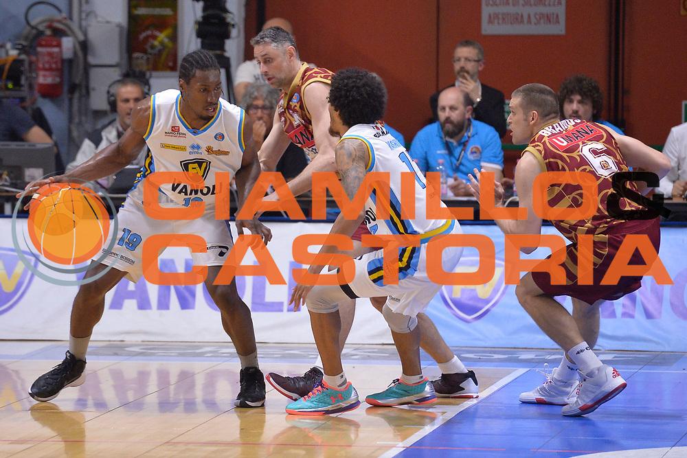 DESCRIZIONE : Cremona Lega A 2015-16 Play Off gara 2 Vanoli Cremona Umana Reyer Venezia <br /> GIOCATORE : Paul Stephan Biligha<br /> CATEGORIA :  Controcampo Penetrazione<br /> SQUADRA : Vanoli Cremona<br /> EVENTO : Campionato Lega A 2015-2016 GARA : Vanoli Cremona vs Umana Reyer Play Off gara 2<br /> DATA : 10/05/2016 <br /> SPORT : Pallacanestro <br /> AUTORE : Agenzia Ciamillo-Castoria/I.Mancini<br /> Galleria : Lega Basket A 2015-2016 Fotonotizia : Cremona Lega A 2015-16 PlayOff Gara 2  Vanoli Cremona Umana Reyer Venezia