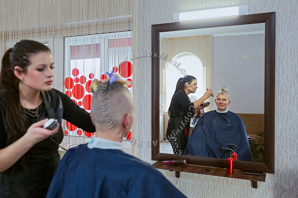 Julia Paevska is having a haircut in Bakhmut, a town in eastern Ukraine's conflict zone.
