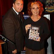 1e Repetitiedag de Jantjes, Carrie tefsen ontvangt het 1e boek, musicals in Nederland, van Erwin van Lambaart