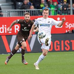 Emanuel Taffertshofer (Nr.20, SV Sandhausen) am Ball  beim Spiel in der 2. Bundesliga, SV Sandhausen - FC St. Pauli.<br /> <br /> Foto © PIX-Sportfotos *** Foto ist honorarpflichtig! *** Auf Anfrage in hoeherer Qualitaet/Aufloesung. Belegexemplar erbeten. Veroeffentlichung ausschliesslich fuer journalistisch-publizistische Zwecke. For editorial use only. For editorial use only. DFL regulations prohibit any use of photographs as image sequences and/or quasi-video.
