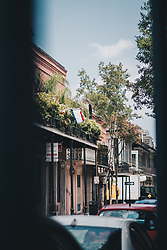 THEMENBILD - Blick auf franzoesisch beeinflusste Balkone und eine Fahne des Bundestaates Lousiana, aufgenommen am 14.08.2019, New Orleans, Vereinigte Staaten von Amerika // view of French influenced balconies and a flag of the federal state of Louisiana, New Orleans, United States of America on 2019/08/14. EXPA Pictures © 2019, PhotoCredit: EXPA/ Florian Schroetter