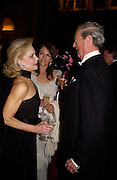 Lynn Wyatt, Elizabeth Hurley and The Duke of Marlborough, Ball at Blenheim Palace in aid of the Red Cross, Woodstock, 26 June 2004. SUPPLIED FOR ONE-TIME USE ONLY-DO NOT ARCHIVE. © Copyright Photograph by Dafydd Jones 66 Stockwell Park Rd. London SW9 0DA Tel 020 7733 0108 www.dafjones.com