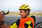 Florian Kowalik tijdens de vierde racedag. In Battle Mountain (Nevada) wordt ieder jaar de World Human Powered Speed Challenge gehouden. Tijdens deze wedstrijd wordt geprobeerd zo hard mogelijk te fietsen op pure menskracht. Het huidige record staat sinds 2015 op naam van de Canadees Todd Reichert die 139,45 km/h reed. De deelnemers bestaan zowel uit teams van universiteiten als uit hobbyisten. Met de gestroomlijnde fietsen willen ze laten zien wat mogelijk is met menskracht. De speciale ligfietsen kunnen gezien worden als de Formule 1 van het fietsen. De kennis die wordt opgedaan wordt ook gebruikt om duurzaam vervoer verder te ontwikkelen.<br /> <br /> In Battle Mountain (Nevada) each year the World Human Powered Speed Challenge is held. During this race they try to ride on pure manpower as hard as possible. Since 2015 the Canadian Todd Reichert is record holder with a speed of 136,45 km/h. The participants consist of both teams from universities and from hobbyists. With the sleek bikes they want to show what is possible with human power. The special recumbent bicycles can be seen as the Formula 1 of the bicycle. The knowledge gained is also used to develop sustainable transport.