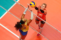20180531 NED: Volleyball Nations League Netherlands - Brazil, Apeldoorn<br />Amanda Francisco (13) of Brazil, Laura Dijkema (14) of The Netherlands <br />©2018-FotoHoogendoorn.nl