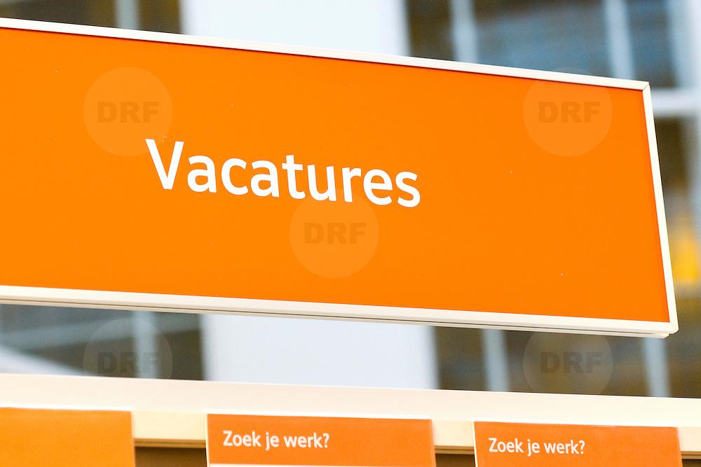 Nederland Rotterdam 26-03-2009 20090326 Foto: David Rozing ..Serie UWV, bordje elektronisch inschrijven, e intake, e-intake Werkbedrijf lokatie Schiekade centrum Rotterdam, de vroegere arbeidsbureaus ( CWI UWV ) De werkloosheid in Nederland begint op te lopen. Dat blijkt uit de jongste cijfers die het Centraal Bureau voor de Statistiek (CBS) de oorzaak is de krediet crisis Holland, The Netherlands, dutch, Pays Bas, Europe , economische, financien, financiele, krimp, krimpen, nederlandse, economy..Foto: David Rozing