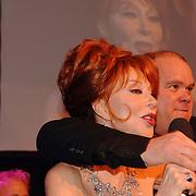 NLD/Amsterdam/20051128 - Uitreiking Beau Monde Awards 2005, Marijke Helwegen en Paul de Leeuw