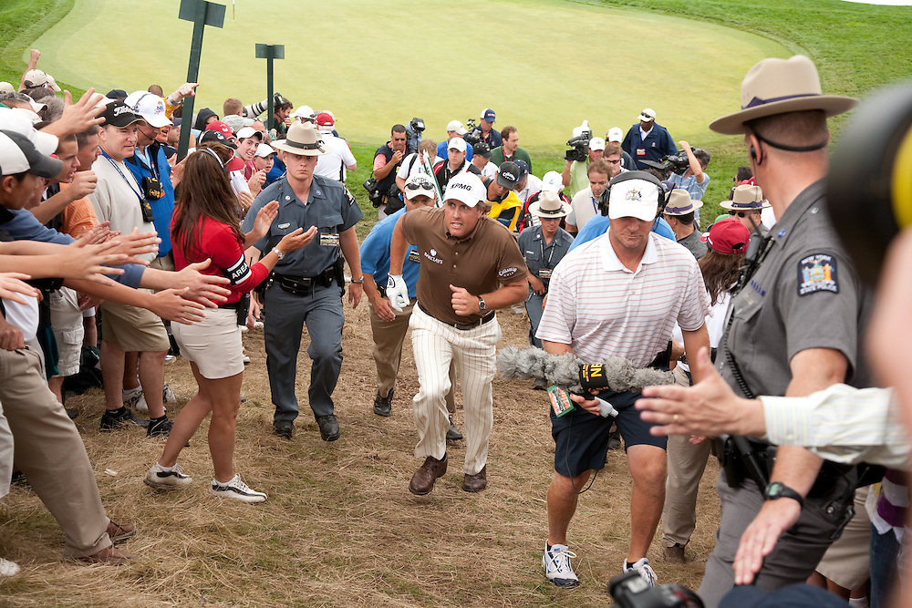 FARMINGDALE, NY - JUNE 22:  Phil Mickelson greets fans as he walks through the gallery during the continuation of the fourth round of the 109th U.S. Open Championship on the Black Course at Bethpage State Park on Monday, June 22, 2009. (Photograph by Darren Carroll) *** Local Caption *** Phil Mickelson