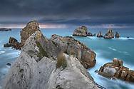Dusk with thunderstorm and lightning on a rocky coast, Cantabria, Spain<br /> <br /> Abenddämmerung mit Gewitter und Blitz an einer Felsküste, Kantabrien, Spanien