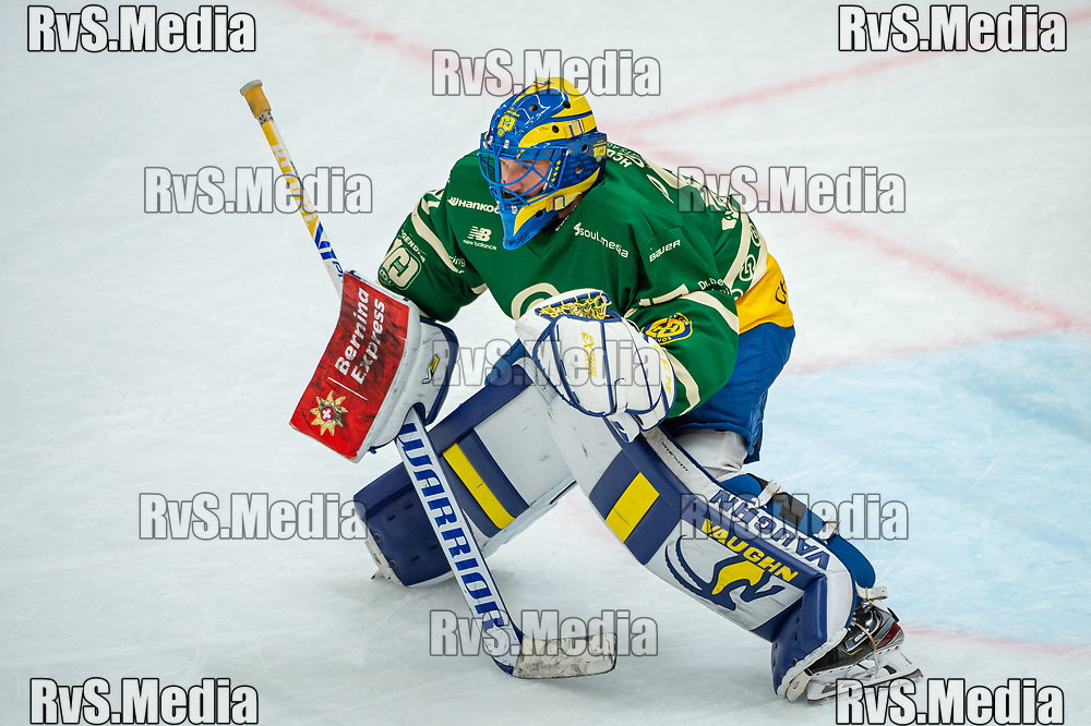 LAUSANNE, SWITZERLAND - SEPTEMBER 24: Goalie Sandro Aeschlimann #29 of HC Davos warms up prior the Swiss National League game between Lausanne HC and HC Davos at Vaudoise Arena on September 24, 2021 in Lausanne, Switzerland. (Photo by Robert Hradil/RvS.Media)