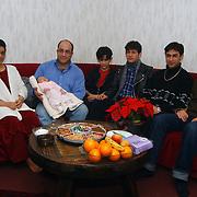 Afghaanse asielzoekers fam. Foroghi Oostermeent Noord 18 Huizen viert kerst