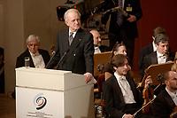 09 FEB 2003, BERLIN/GERMANY:<br /> Johannes Rau, Bundespraesident, haelt eine Rede, waehrend der Eroeffnung der Deutsch-Russischen Kulturbegegnungen, Konzerthaus am Gendarmenmarkt<br /> IMAGE: 20030209-01-025<br /> KEYWORDS: Bundespräsident,