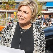 NLD/de Meern/20151009 - Voorleesactie prinses Laurentien + Jan Terlouw boek 'Kapsones', vertrek Laurentien
