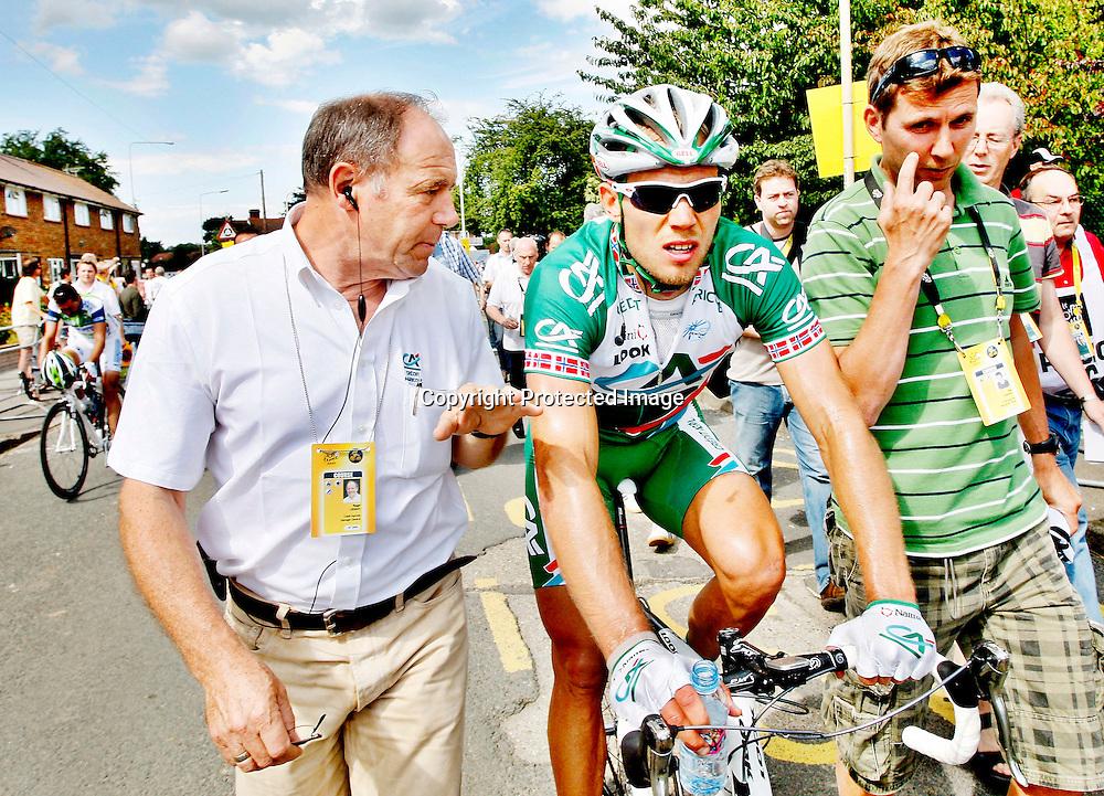 Canterbury, 20070708: Tour de France.Thor Hushovd ble nr. 2. på den første etappen på årets Tour de France. Sammen med trener Atle Kvålsvoll og Credit Agricole-sjef Roger Legeay (t.v.).....Foto: Daniel Sannum Lauten/Dagbladet *** Local Caption *** Hushovd,Thor