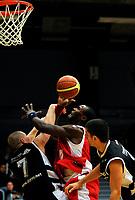 Basket BLNO<br /> 07. Desember 2008<br /> Haukelandshallen<br /> Ulriken - Fjellhamar<br /> Stian Engebretsen , Fjellhamar<br /> Peter Bullock , Ulriken<br /> Foto : Astrid M. Nordhaug