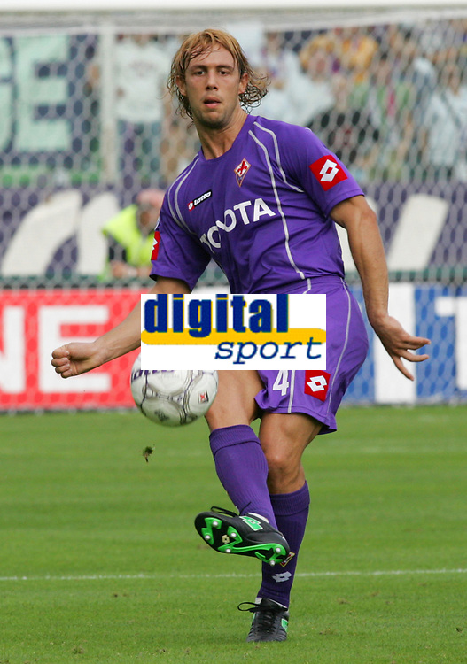 Firenze 01/10/2006<br /> Campionato Italiano Serie A 2006/07<br /> Fiorentina-Catania 3-0<br /> Donadel Marco Fiorentina<br /> Foto Luca Pagliaricci Inside<br /> www.insidefoto.com