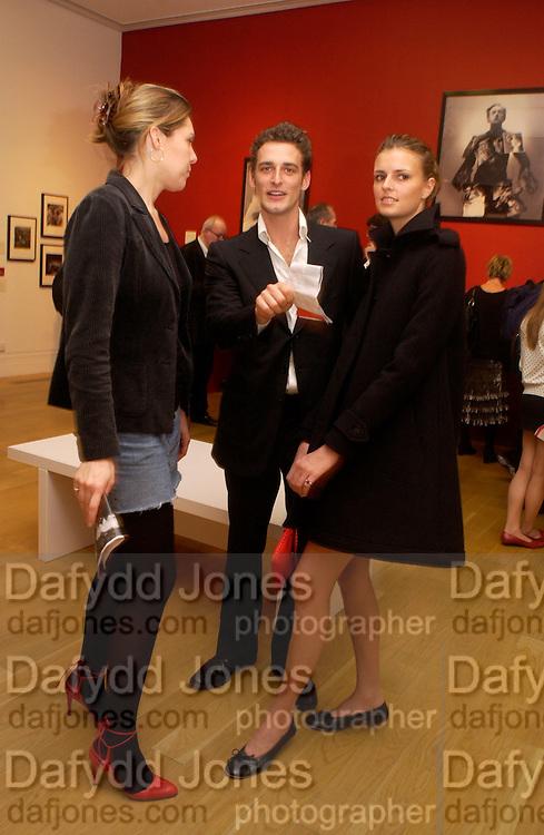 Stephanie Rutherford, Alex Lubomirski  and Jacquetta Wheeler, Cecil Beaton portraits, National Portrait Gallery, 4 February 2004. © Copyright Photograph by Dafydd Jones 66 Stockwell Park Rd. London SW9 0DA Tel 020 7733 0108 www.dafjones.com