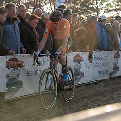 04-11-2018: Wielrennen: EK veldrijden: Rosmalen <br />Mathieu van der Poel pakt op overtuigende wijze de titel bij de elite voor Wout van Aert en Laurens Sweeck