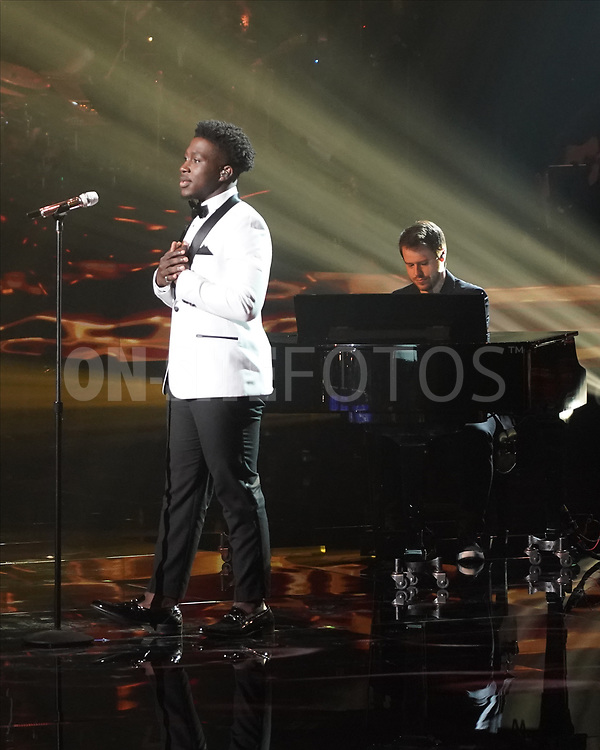 """AMERICAN IDOL – """"414 (Oscar Nominated Songs)"""" – The top 12 contestants perform Oscar®-nominated songs in hopes of securing America's vote into the top nine on an all-new episode of """"American Idol,"""" airing live coast-to-coast on SUNDAY, APRIL 18 (8:00-10:00 p.m. EDT), on ABC. (ABC/Eric McCandless)<br /> DESHAWN GONCALVES"""
