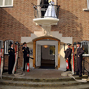 Huwelijk brandweerman Martijn Schram met Sylvia Bunschoten gemeentehuis Huizen