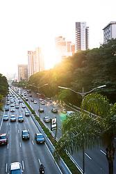 December 17, 2018 - SãO Paulo, Brazil - SÃO PAULO, SP - 17.12.2018: FLUXO DE VEÍCULOS NA AVENIDA 23 DE MAIO - Flow of vehicles on Avenida 23 de Maio, via the north to south zone, photo during the afternoon of Monday (17), in São Paulo, SP. (Credit Image: © Bruno Fernandes/Fotoarena via ZUMA Press)