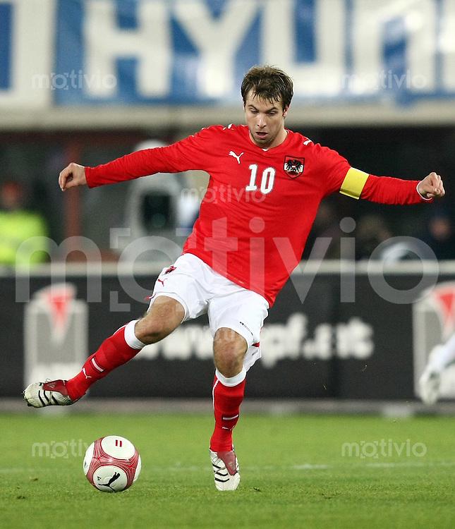 Fussball International Testspiel  Oesterreich 0-1 England Andreas Ivanschitz (AUT) am Ball