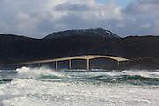 A windy day at Runde, Norway. Runde bridge | En vindfull dag ved Rundebrua på Runde.