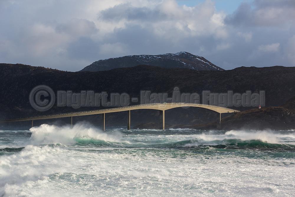 A windy day at Runde, Norway. Runde bridge   En vindfull dag ved Rundebrua på Runde.