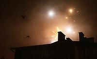 Bialystok, 01.01.2021. N/z sztuczne ognie nad miastem w noc sylwestrowa; wystraszone wybuchami ptaki fot Michal Kosc / AGENCJA WSCHOD