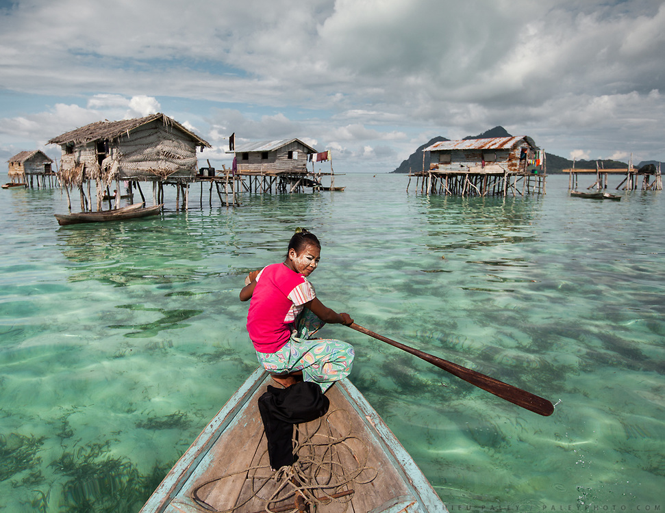 Her face dusted in bedak sejuk, a cooling powder made of rice and pandan leaves, Alpaida paddles out to visit friends in stilt houses. The teen and her family belong to the tribal group known as the Sea Bajau because they live year-round on their lepa-lepas, handmade houseboats.