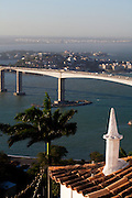 Vila Velha_ES, Brasil...A Terceira Ponte tem nome oficial de Ponte Deputado Darcy Castello de Mendonca e liga a cidade de Vitoria a Vila Velha, ambas no estado do Espirito Santo. Na foto a ponte vista a partir do Convento da Penha...Terceira Ponte ( Deputado Darcy Castello de Mendonca bridge ) and  connects the city Vitoria and Vila Velha in Espirito Santo. In this photo the bridge viewd from Penha Convent...Foto: LEO DRUMOND /  NITRO