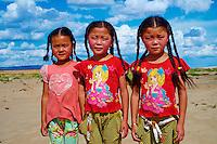 Mongolie, Province d'Omnogov, parc national du Gobi, desert de Gobi, jumelles aux dunes de Khongoryn Els // Mongolia, Omnogov province, National Park of Gobi, Gobi desert, Khongoryn Els dunes, twin sister
