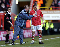 Photo: Olly Greenwood.<br />Charlton Athletic v Aston Villa. The Barclays Premiership. 25/02/2006.<br />Charlton manager Alan Curbishley (L) and Radostin Kishishev discuss tactics.