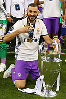 Celebrazione Coppa Real Madrid vince il trofeo, Celebration Cup Real Madrid Wins the trophy Karim Benzema Real Madrid<br /> Cardiff 03-06-2017  Cardiff National Stadium Millennium Stadium<br /> Football Champions League Final 2016/2017 <br /> Juventus - Real Madrid<br /> Foto Cesare Purini / Insidefoto